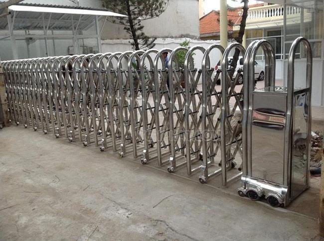 Thiết kế, thi công lắp đặt cổng Xếp Inox tốt nhất